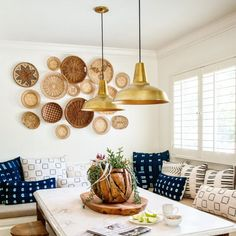 Gather round baskets on wall (via Decor Inspiration, Dining Room Inspiration, Dining Nook, Dining Room Design, Nook Table, Dining Table, Sweet Home, Deco Boheme, Baskets On Wall