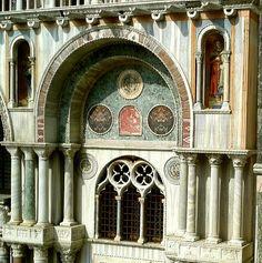 Parete laterale, marmi policromi, Basilica di S. Marco, Venezia / Monica Lupi