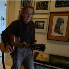 Here is Mr #Lightfoot himself in the room where my print hangs. Of this I am proud. Many other notable artists like Cat Stephens and Van Morrison received this personalized print from me