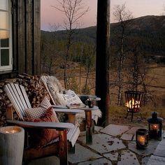 Mit Menschen die man liebt hier draußen sitzen und Kaffee trinken <3