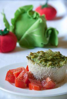Tortino di broccoletti con insalata di pomodori al timo.