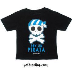 """Camiseta """"Soy un Pirata"""" La camiseta ideal para esos pequeños piratas que nos roban un millón besos y muchas horas de sueño ;) Puedes elegir manga corta o larga.  Camiseta 100% algodón negra Disponible tallas desde 6 meses a 24 meses"""