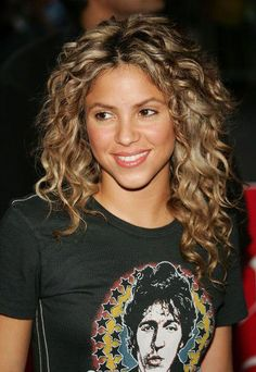 Working with her natural texture, Shakira spices up her uber-defined curls with blonde highlights that make her hair look positively radiant. hair 73 Gorgeous Curly Hairstyles For Every Texture Curly Hair Styles, Curly Hair With Bangs, Haircuts For Curly Hair, Medium Hair Styles, Natural Hair Styles, Hairstyles Haircuts, Shakira Hairstyles, Gorgeous Hairstyles, Wedding Hairstyles