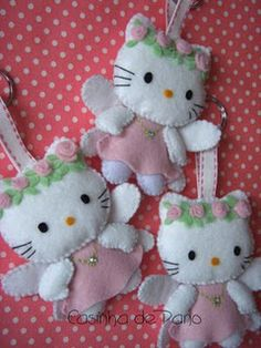 Hello Kitty Felt Ornaments @Lori Robinson Cloth: LOTS of wonderful felt items. Take a look, you won't be disappointed. :-)
