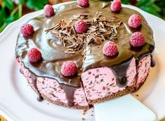 Raw Cake, Good Food, Yummy Food, Delicious Deserts, Romanian Food, Candy Buffet, Pinterest Recipes, Yummy Cakes, Baked Goods