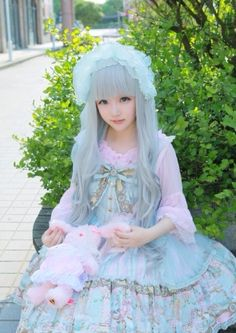 Cute Kawaii Lolita Dress / Bonnet / Lolita Girl / Fashion Photography / Cosplay // ♥ More at: https://www.pinterest.com/lDarkWonderland/