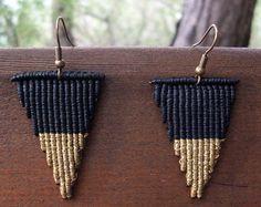 Triangle macrame earrings - Minimal style, geometric design, double colored, dangle earrings, minimal earrings, casual style, in fashion!!