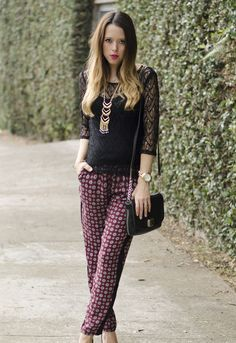 #FashionBySIMAN y @Our Favorite Style Blog: Para lucir un look boho chic, combina un pantalón en tela suave y estampada con un top de encaje agregándole un collar largo.