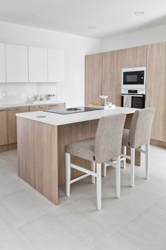 MEILLÄ KOTONA SUOSITTELEE Kohde 14a. Kitchen Dining, Dining Table, Interior And Exterior, House, Furniture, Home Decor, Kitchens, Decoration Home, Home