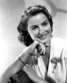 "Ingrid Bergman for ""Casablanca"" [1942] Hollywood Stars, Old Hollywood Glamour, Golden Age Of Hollywood, Vintage Hollywood, Classic Hollywood, Swedish Actresses, Classic Actresses, Hollywood Actresses, Divas"
