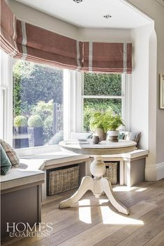 A beautiful fitted bay window seat in a Dorset country home where you could enjoy the quiet corner t Bay Window Benches, Bay Window Decor, Bay Window Living Room, Window Seat Kitchen, Window Seat Storage, My Living Room, Kitchen Bay Windows, Bench Storage, Rideaux Du Bow Window