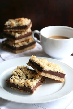 Low carb and grain-free, these chocolate fudge crumb bars are my healthy answer to Starbucks' oatmeal fudge bars. Low Carb Deserts, Low Carb Sweets, Low Carb Recipes, Real Food Recipes, Dessert Recipes, Fudge Recipes, Candy Recipes, Healthy Recipes, Low Carb Chocolate