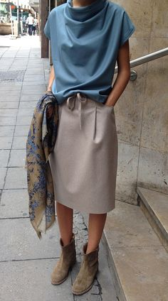 Woll-bluse , Schal > Stephan Schneider , Rock > Acne  Crisi Boot > Isabel Marant