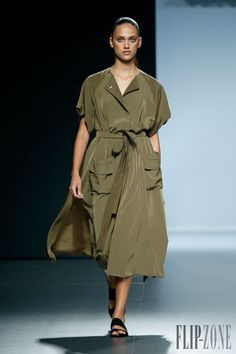 Angel Schlesser Printemps-été 2015 - Prêt-à-porter - http://www.flip-zone.fr/fashion/ready-to-wear/independant-designers/angel-schlesser-4915