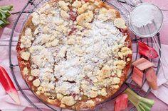Der Food-Blog, der es dir leicht macht. Das einfache, gelingsichere Rezept für Streuselboden-Kuchen mit Rhabarber mit einer Schritt-für-Schritt-Anleitung in Bildern. Die Streuselmasse wird ganz einfach sowohl für den Boden als auch für das Topping verwendet. Statt Rhabarber kann man auch andere Obstsorten verwenden.