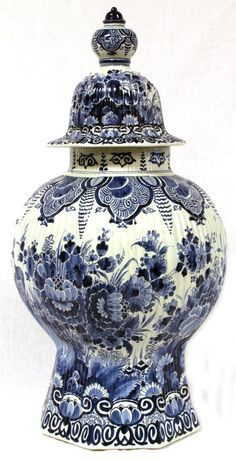 Delft blue and white porcelain covered vase. Has a intricate floral design throughout.Antique Delft blue and white porcelain covered vase. Has a intricate floral design throughout. Delft, Chinoiserie, Blue And White Vase, Blue Pottery, Himmelblau, Blue China, Love Blue, Ginger Jars, White Decor