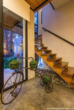 Obra del Estudio Marzullo, esta vivienda concilia lo clásico y lo moderno logrando un estilo de intensa personalidad.