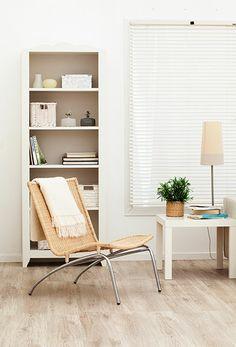 Los estantes altos y delgados, son una buena opción cuando los espacios son pequeños