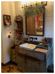 Newest Pics Primitive Decor bathroom Style While our previous university friend travelled into the house 10 years earlier, the woman's deal with illumina. Primitive Country Bathrooms, Primitive Homes, Country Primitive, Primitive Decor, Cabin Christmas, Primitive Christmas, Christmas Things, Rustic Christmas, Christmas Decor