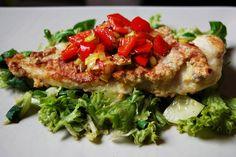 """To sposób na """"nudą"""", smażoną rybkę. Trochę dodatków i już jest pysznie :) Jeśli dodacie mało tłuszczu i zrobicie rybkę pod przykryciem (czyli ją delikatnie poddusicie) to danie będzie zaliczać się do tych zdrowych ;)"""