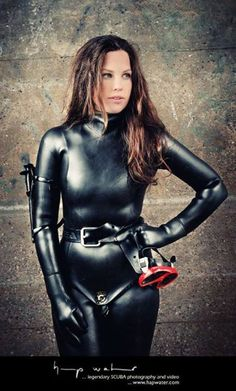 Beautiful brunette in black diving suit hapwater photography Women's Diving, Diving Suit, Sexy Latex, Latex Suit, Mode Latex, Rubber Catsuit, Rubber Dress, Scuba Girl, Leder Outfits