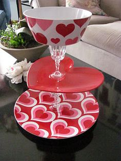 Valentine's Day Treat Tray cute idea. could be done with other glasses/plates The post Valentine's Day Treat Tray appeared first on DIY Crafts. Valentines Day Treats, Valentines Day Decorations, Valentine Day Crafts, Happy Valentines Day, Holiday Crafts, Valentine Party, Printable Valentine, Homemade Valentines, Holiday Decor