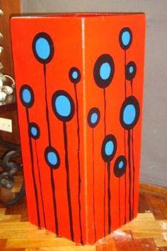 Pintura maceta rectangular Decorated Flower Pots, Painted Flower Pots, Painted Pots, Flower Pot Crafts, Clay Pot Crafts, Diy And Crafts, Pottery Painting Designs, Funky Painted Furniture, Big Vases