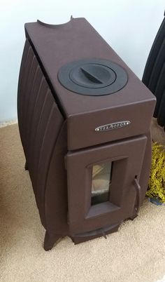 Bio stove Wood burning stove. Stufa a legna a convettività naturale Battery fire 10 kw Termofor.