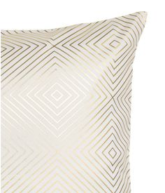 White/gold-colored. Cushion cover in cotton twill with a shimmery metallic printed pattern. Concealed zip.