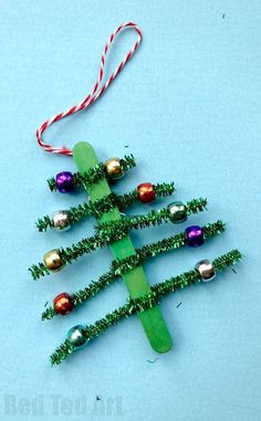 Pipecleaner Christmas Tree Ornaments - cute and simple craft stick and pipecleaner tree. #Preschool