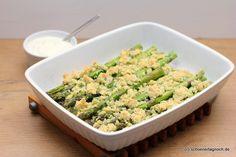 Grüner Spargel aus dem Ofen mit herzhaften Parmesanstreuseln und Zitronendip