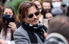 Nachdem sich Johnny Depp in Hollywood ins Abseits schoss, kann er sich zumindest auf seine Freunde verlassen. Regisseur Tim Burton, mit dem der Schauspieler bereits mehrfach gearbeitet hat (Edward mit