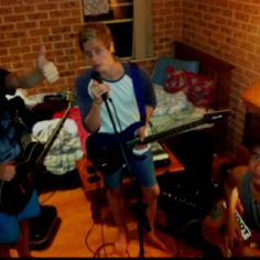 Luke rehearsing 5 seconds of summer... Look at those goddamn shorts.