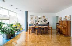 Com tacos de peroba, a sala de jantar mantém as características originais do imóvel, um apartamento dos anos 60, no Rio de Janeiro. Projeto do arquiteto Apoena Amaral, do escritório Doisamaisv