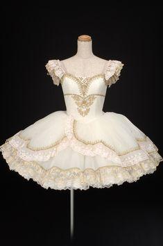 Dance Costumes Ballet, Tutu Ballet, Ballerina Dress, Tutu Costumes, Ballet Fashion, Lolita Fashion, Emo Fashion, Fashion Dresses, Dance Outfits