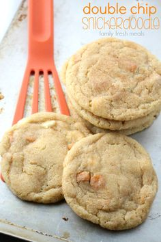 Soft and Chewy Double Chip Snickerdoodle Cookies - Step 9 Easy Summer Desserts, Unique Desserts, Just Desserts, Delicious Cookie Recipes, Dessert Recipes, Yummy Food, Sweet Recipes, Family Fresh Meals, Snicker Doodle Cookies