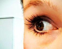 Dieses Problem kennen vermutlich nur Frauen: Meine Wimpern sind von Natur aus nicht besonders voll oder lang. Damit habe ich mich