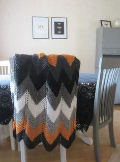 Tee-se-itse-naisen sisustusblogi: Neulottu siksak-torkkupeitto Chevron Blanket, Knit Crochet, Diy Projects, Sewing, Knitting, Creative, Handmade, Crafts, Inspiration