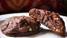 Looking for a scrumptious chocolate cookie that will tame the cocoa craving beast within? Try one of these decadent chocolate cookie recipes that will make you sigh with heavenly delight! Nutter Butter Stuffed Chocolate Cookies from Becky Bakes Köstliche Desserts, Delicious Desserts, Yummy Food, Dream Cookies Recipe, Best Chocolate Cookie Recipe, Cookies Receta, Yummy Treats, Sweet Treats, Nutella Cookies
