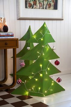 Craft wonderful Christmas tree made of cardboard, flowers or twigs - hand work - ET