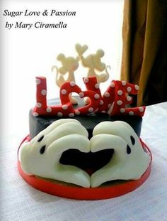 Sugar Love & Passion:  Mickey inspired cake for Valentine's day.   Adorable!
