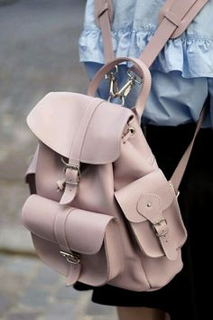 Image in Bags 👜 collection by Zoé on We Heart It Cute Mini Backpacks, Stylish Backpacks, Girl Backpacks, Fashion Handbags, Fashion Bags, Fashion Backpack, Sac College, Backpack Bags, Leather Backpack