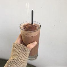 Cream Aesthetic, Aesthetic Coffee, Aesthetic Food, Aesthetic Grunge, Yummy Drinks, Yummy Food, Bebidas Do Starbucks, Coffee Is Life, Cafe Food