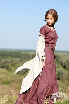 """¡ DESCUENTO! LISTO para enviar! Tamaño FXED 10! Vestido lino medieval """"Archeress"""" en lino azul oscuro con ribete rojo"""