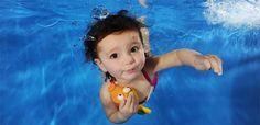 Pernah memotret bayi anda dalam air?. Cukup menggemaskan melihat gambar lucu foto bayi dalam air selain foto bayi perempuan yang lucu dengan baju renangnya. Memang pemandangan yang jarang dilihat akan sebuah moment bayi yang sedang berenang yang diabadikan dengan tepat sehingga menghasilkan foto bayi yang lucu. Selain karena jarang ada bayi berada dalam air dan …