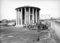 Piazza della Bocca della Verità (1885 ca) Lost City, Time Travel, Old Photos, Tower, Urban, Statue, Black And White, History, World