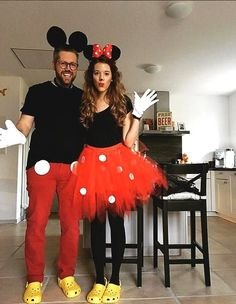 Take the guessing out of deciding your Halloween costume this year with these creative Halloween costumes for couples. #Halloween #couples #costumes Mickey Minnie Mouse, Disfraz Mickey Mouse, Mickey And Minnie Costumes, Festa Mickey Baby, Fiesta Mickey Mouse, Mickey Birthday, Minie Mouse Party, Mickey Mouse Parties, Mickey Party