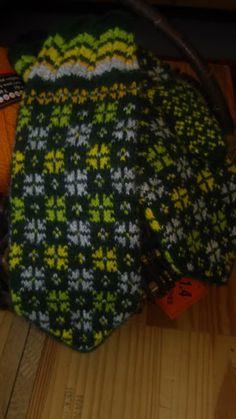 Fair Isle Knitting, Hand Knitting, Knit Mittens, Color Inspiration, Knit Crochet, Gloves, Beanie, Socks, Colours