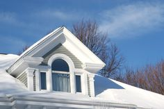 Are you noticing any issues with your roof and are in need a replacement? Check out the benefits and risks of replacing your roof in the winter.