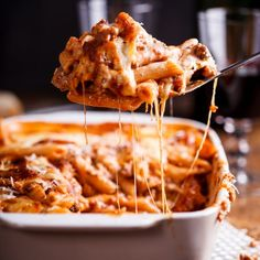 This rich and aromatic bolognese pasta bake is perfect for busy weeknights or feeding a crowd as it can easily be made in large batches. Spaghetti Bolognese, Bolognese Pasta Bake, Bolognese Sauce, Baked Pasta Recipes, Beef Recipes, Baking Recipes, Healthy Recipes, Delicious Recipes, Fusilli